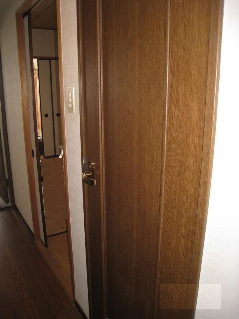トイレ入口左(前)